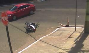 Απίστευτο ατύχημα: Την έριξε στον υπόνομο και την εγκατέλειψε!