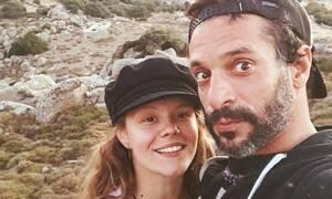 Χρανιώτης- Αβασκαντήρα: Η selfie με τον γιο τους στο κρεβάτι