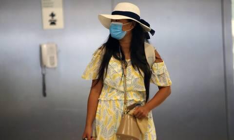Κορονοϊός - Επιστήμονες: Καραντίνα και μάσκα με την επιστροφή από τις διακοπές