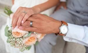 «Κόλαση» ο γάμος - Μάνα και κόρη ξεκατινιάστηκαν μπροστά σε όλους!