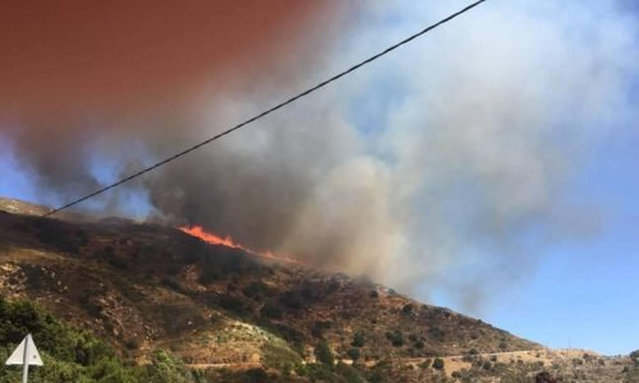 Μεγάλη φωτιά στη Νάξο - Κοντά σε χωριό οι φλόγες