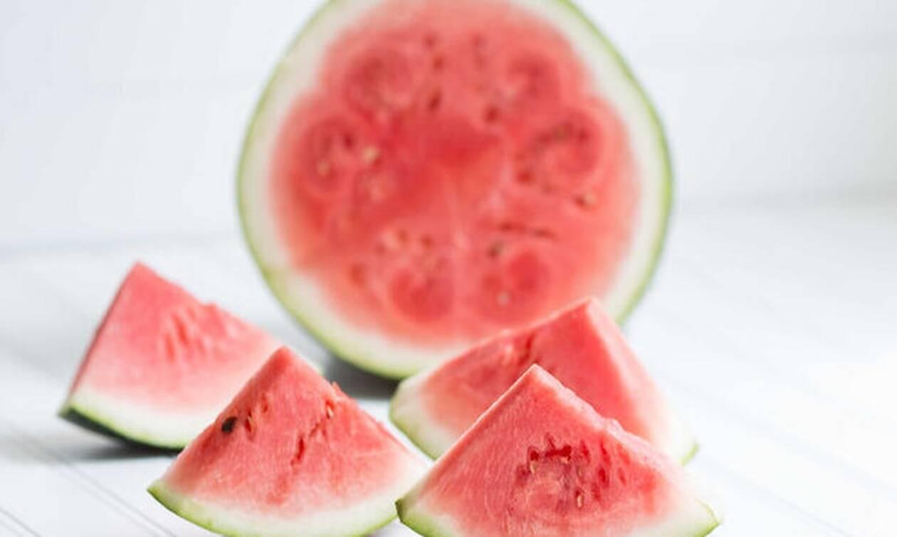 Πώς να αφαιρέσεις τους λεκέδες από κόκκινα φρούτα
