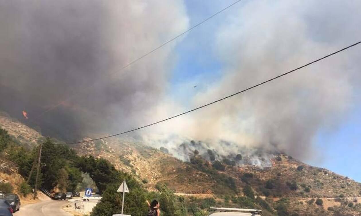 Μαίνεται η φωτιά στη Νάξο - Ενισχύθηκαν οι δυνάμεις - Ισχυροί άνεμοι στην περιοχή