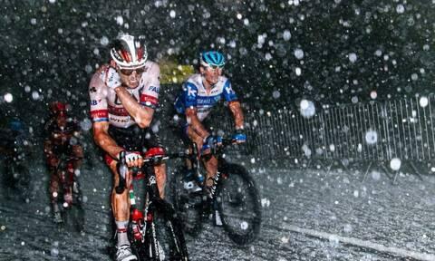 Γαλλία: Απίστευτες εικόνες από χαλάζι σε αγώνα ποδηλασίας - Τραυματίστηκαν αθλητές