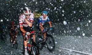 Γαλλία: Απίστευτες εικόνες από το χαλάζι σε αγώνα ποδηλασίας - Τραυματίστηκαν αθλητές