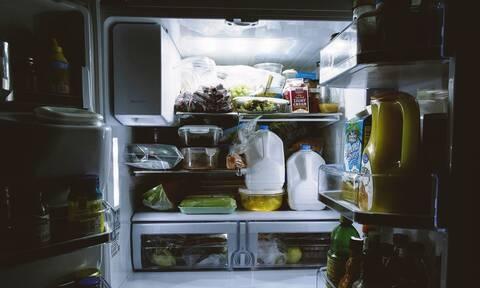Αυτά είναι τα φυσικά κόλπα για να μην βρωμάει το ψυγείο σας (pics)