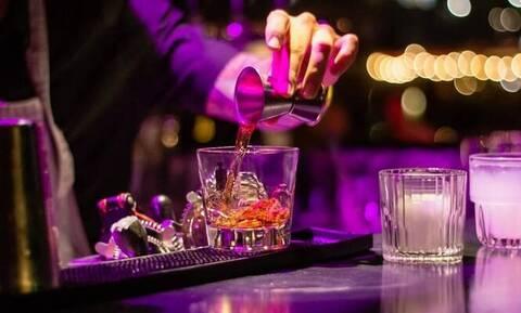 Κλειστά μπαρ-εστιατόρια και στην Αττική - Με μάσκα όσοι επιστρέφουν από «κόκκινες» περιοχές