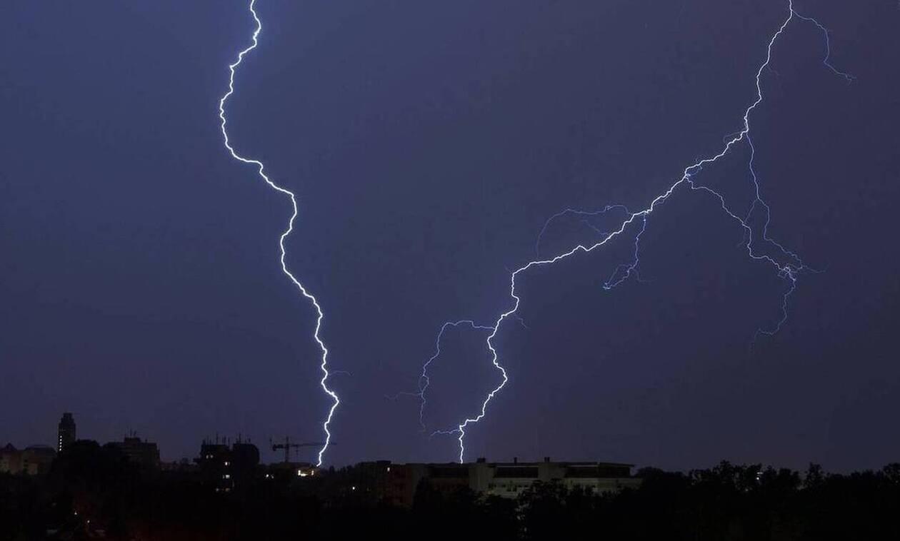 Έκτακτο δελτίο επιδείνωσης καιρού: Δεκαπενταύγουστος με βροχές καταιγίδες και χαλάζι