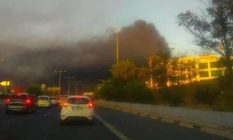 Φωτιά ΤΩΡΑ: Μεγάλη πυρκαγιά σε εργοστάσιο στη Μεταμόρφωση - Κλειστή η Αθηνών - Λαμίας
