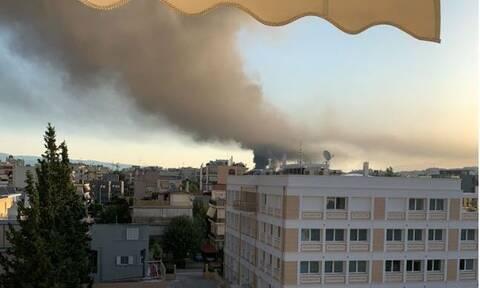 Φωτιά σε εργοστάσιο στη Μεταμόρφωση: «Μαύρισε» ο ουρανός της Αθήνας - Απίστευτες εικόνες