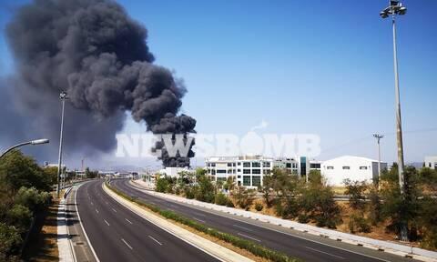 «Κόλαση» φωτιάς στη Μεταμόρφωση: Μαύροι καπνοί σκέπασαν την Αττική - Τεράστιο πυροθερμικό φορτίο