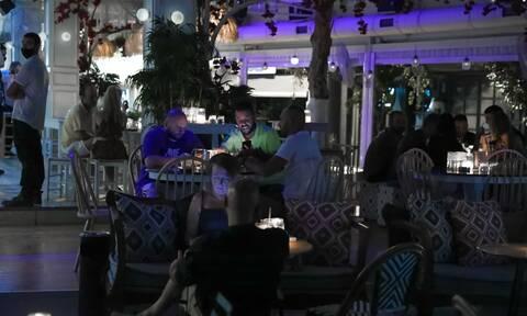 Κορονοϊός - Νέα μέτρα: Τι ώρα θα κλείνουν μπαρ και εστιατόρια στην Αττική από Δευτέρα