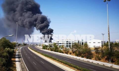 Μεταμόρφωση: Συνεχίζει να καίει η φωτιά - Αγωνία για το τοξικό νέφος
