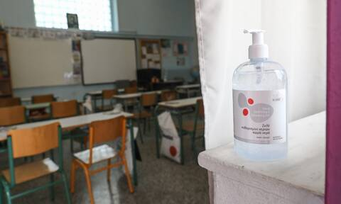 Κορονοϊός - Γώγος: Εκ περιτροπής και με μάσκα οι μαθητές στα σχολεία