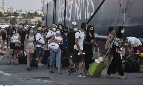 Κορονοϊός: Συναγερμός για την επιστροφή των αδειούχων - Τεστ σήμερα στα λιμάνια Πειραιά και Ραφήνας
