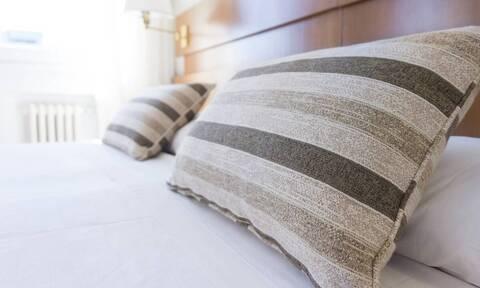 Ξύπνησαν στο κρεβάτι - Τρόμαξαν μ' αυτό που είδαν στο air condition (vid)
