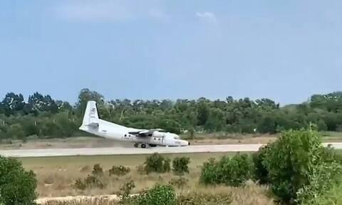 Αγωνία για στρατιωτικό αεροπλάνο - Έκανε αναγκαστική προσγείωση χωρίς ρόδα (vid)