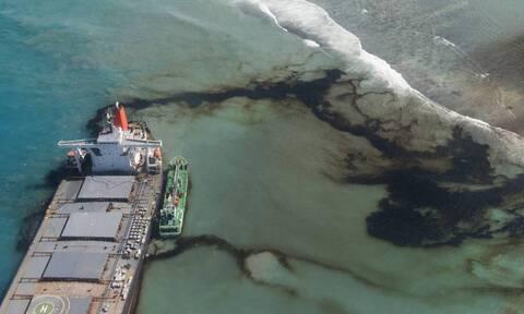 Μαυρίκιος: Κόπηκε στα δύο το φορτηγό πλοίο που είχε προσαράξει σε ύφαλο (vid)