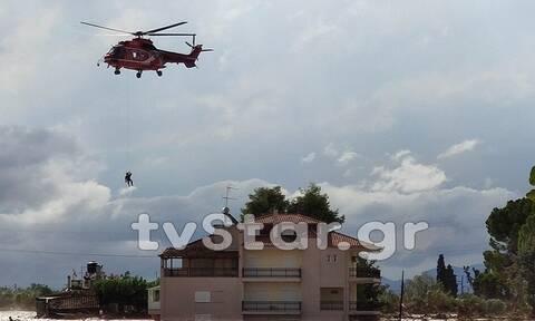 Συγκλονιστικό: Πληγέντες από το Μάτι βοηθούν τους κατοίκους της Εύβοιας