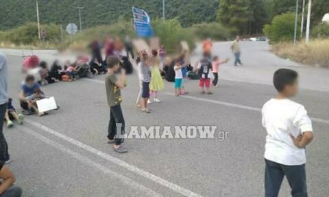 Λαμία: Πρόσφυγες έκλεισαν τον δρόμο στις Θερμοπύλες (pics)