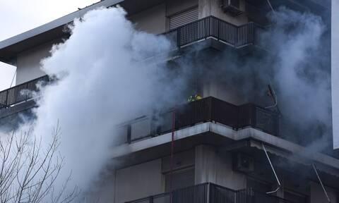 ΤΩΡΑ: Μεγάλη φωτιά σε διαμέρισμα στην Κυψέλη