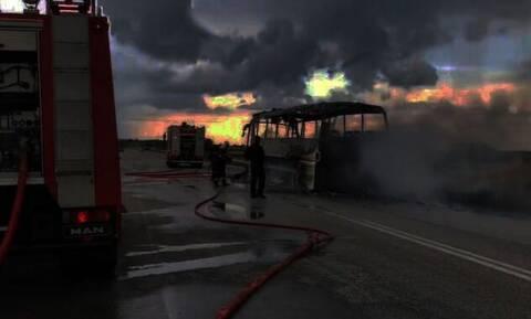 Φθιώτιδα: Λεωφορείο του ΚΤΕΛ γεμάτο επιβάτες τυλίχθηκε στις φλόγες στην εθνική οδό