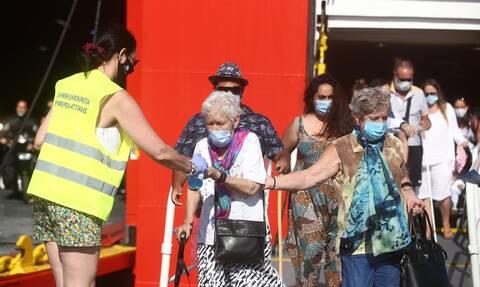 Κορονοϊός: Μόνιμοι οι έλεγχοι στο λιμάνι του Πειραιά σε ταξιδιώτες που επιστρέφουν