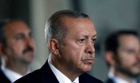 Έρχεται το τέλος του Ερντογάν: «Καταρρέει» η τουρκική λίρα - Συγκάλεσε έκτακτη σύσκεψη