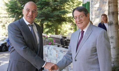 Κύπρος: «Στενή συνεργασία και συντονισμό» συμφώνησαν ΠτΔ- Δένδιας