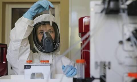 Κορονοϊος: Μεταλλάχτηκε και μεταδίδεται πιο εύκολα - Φόβος ότι τα εμβόλια δεν θα έχουν αποτέλεσμα