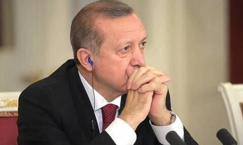 «Καταρρέουν» Ερντογάν και τουρκική λίρα: Σε πανικό ο Σουλτάνος - Ένα… βήμα πριν τα capital controls