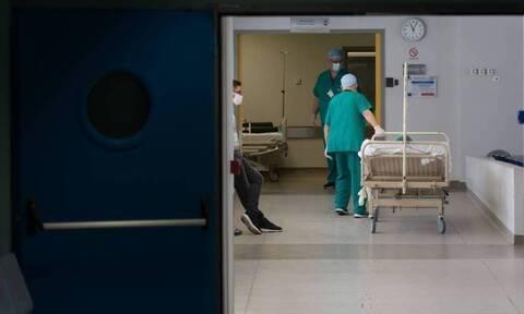 Κορονοϊός: Τρόμος μετά το ρεκόρ κρουσμάτων - Αυτά είναι τα νέα μέτρα που εξετάζονται