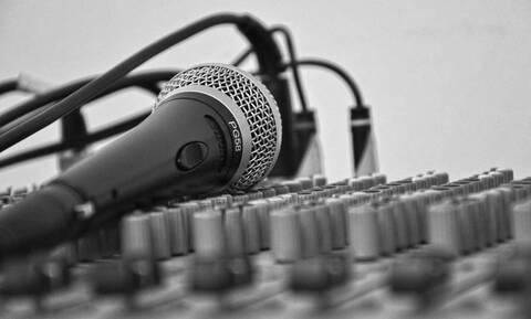 Τραγουδιστής σκοτώθηκε σε ζωντανή μετάδοση (video)
