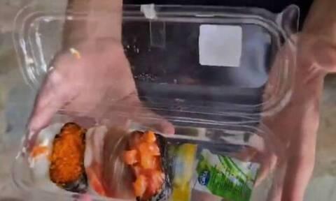 Βίντεο: Έπαθαν πλάκα όταν άνοιξαν το κουτί με το σούσι!