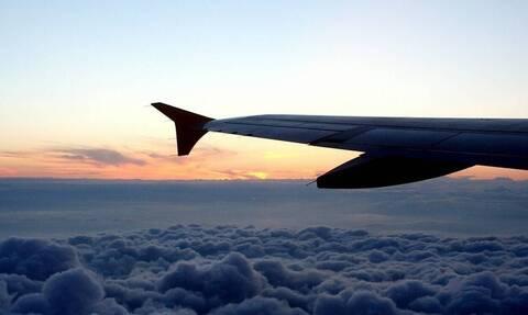 Πτήση θρίλερ: Αεροπλάνο πετούσε με σπασμένο παράθυρο (pics)