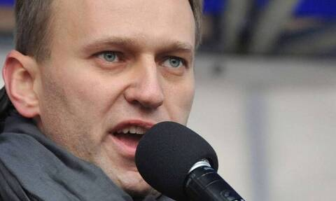 Θρίλερ με τον Ναβάλνι: Δηλητηριάστηκε ή όχι; Τι λένε οι γιατροί για τον αντίπαλο του Πούτιν