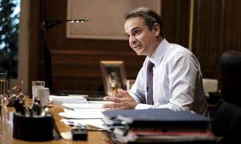 PM Mitsotakis to returning holidaymakers: Let's share memories, not the virus