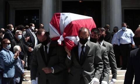 Σάββας Θεοδωρίδης: Το τελευταίο αντίο στο θρύλο του Ολυμπιακού (photos)