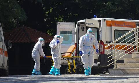 Κορoνοϊός: «Φωλιές» του ιού τα γηροκομεία - Κίνδυνος να γίνουμε Ιταλία