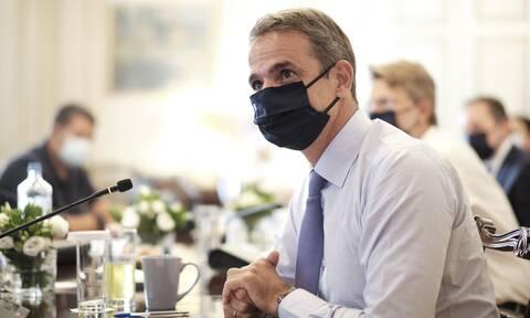 Ο κορονοϊός «χτυπάει» την οικονομία: Νέα μέτρα θα ανακοινώσει ο Μητσοτάκης
