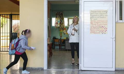 Σχολεία - Κορονοϊός: Οριστικές αποφάσεις σήμερα - Μάσκες και επιφυλακή μέχρι το πρώτο κουδούνι