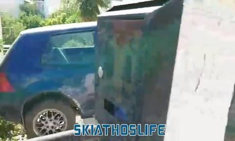Σκιάθος: Πήγε να παρκάρει και τα κατέστρεψε όλα (photos)