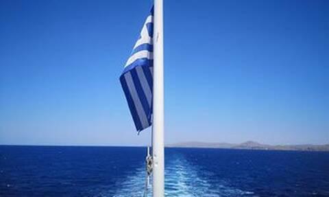 Πλοία... κοντράρονται για το ποιο θα δέσει πρώτο στη Σέριφο (vid)
