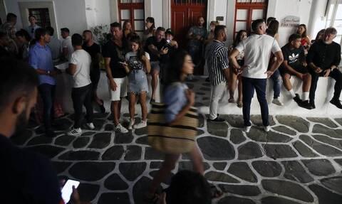 Κορονοϊός - Μύκονος: Αγώνας δρόμου για τον εντοπισμό των 400 καλεσμένων του πάρτι-«βόμβα»