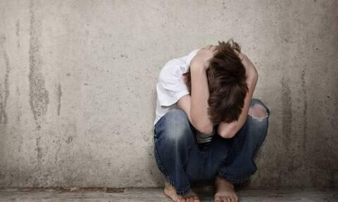 Φρίκη στη Ρόδο: Βίασε τον 13χρονο αδερφό του μπροστά σε φίλο του