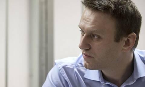 Δηλητηρίαση Ναβάλνι: Έφτασε στο Βερολίνο ο αντίπαλος του Πούτιν - Αγωνία για την υγεία του