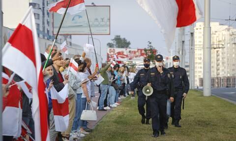 Λευκορωσία: Ο Λουκασένκο διέταξε τον στρατό να υπερασπιστεί την εδαφική ακεραιότητα της χώρας