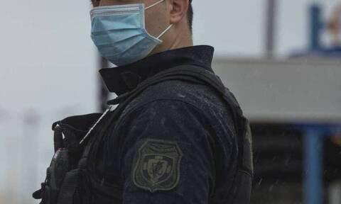 Κορονοϊός - Συναγερμός στην ΕΛ.ΑΣ.: Θετικοί επτά αστυνομικοί που γύρισαν από Τήνο
