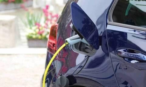 Πρεμιέρα για την Ηλεκτροκίνηση: Πώς θα κάνετε αίτηση - Τα ποσά για τους δικαιούχους