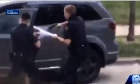 ΗΠΑ: Αστυνομικός πυροβόλησε πισώπλατα Αφροαμερικανό μπροστά στα παιδιά του (vids)